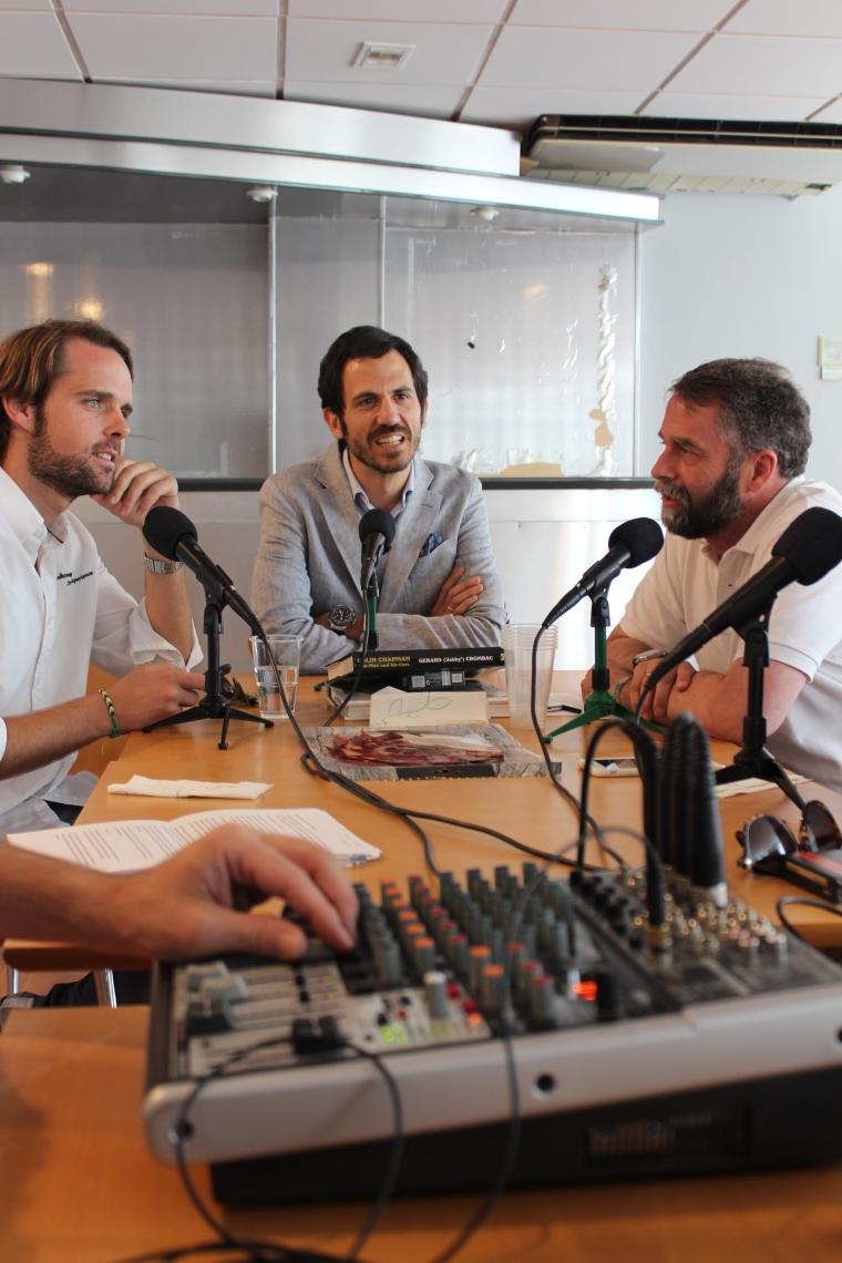 Andy Soucek (I), Pedro Fondevilla, director de Marketing de VW España (centro) y Carlos Enríquez de Salamanca