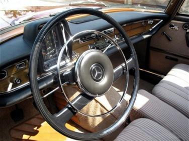 W111-1962-dashboard